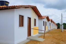 SANTA RITA CASAS foto jose marques 270x179 - Governo do Estado entrega ambulância e casas em Santa Rita