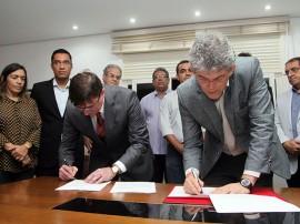 TAM protocolo de intençoes foto francisco frança 3 270x202 - Governo e TAM ampliam em 30% frequência de voos no Castro Pinto