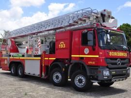 bombeiros viaturas com escada magiro foto walter rafael 51 270x202 - Governo do Estado entrega autoplataforma em Campina Grande