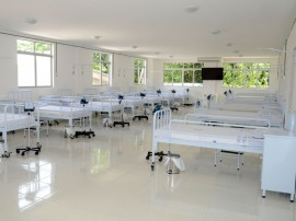 03.06.14 entrega de ambulancia no hospital padre zé fotos roberto guedes 40 270x202 - Hospital Padre Zé ganha ambulância de suporte avançado e 12 novos leitos