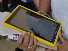28.02.13 governo estado inicia entrega tablet 2 270x202 - Governo do Estado investe em tecnologias da informação e comunicação para a rede de ensino