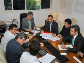 REUNIÃO COM LUCIANO CARTAXO foto jose marques 3 270x202 - Governo doa terrenos para construção de terminais de integração na capital