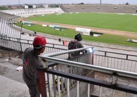 reforma almeidao fotos francisco franca 3 270x192 - Duzentos operários trabalham na reforma do Estádio Almeidão