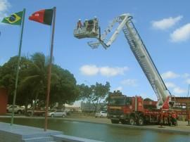 21.11.14 bombeiros instrucoes uso auto plataforma 3 270x202 - Bombeiros recebem instruções para uso de autoplataforma aérea