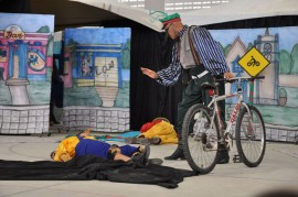 26.11.14 mundo encanta dotrnsito ensina seguranca 5 270x179 - Espetáculo ensina segurança no trânsito com arte e diversão