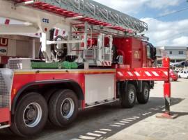 bombeiros atendem ocorrencia e utilizam auto plataforma aera 2 270x202 - Corpo de Bombeiros realiza primeiro atendimento com plataforma aérea em Campina Grande