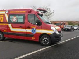 bombeiros atendimento acidente foto assessoria bombeiro 2 270x202 - Bombeiros atenderam mais de 2 mil ocorrências de acidente em 2014