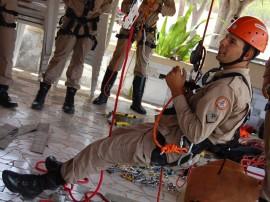 bombeiros fazem treinamento de salvamento em altura 5 270x202 - Bombeiros fazem treinamento de salvamento em altura na 'Pedra da Boca'