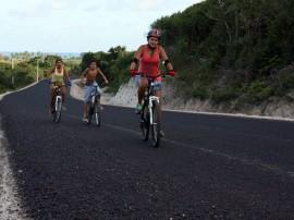 estrada barra de camaratuba 0007 270x202 - Governo incentiva turismo e pavimenta acesso à Barra de Camaratuba