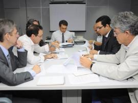 ricardo reuniao com diretores da caixa economica foto roberto guedes 43 270x202 - Governo e Caixa anunciam mais R$ 350 milhões em obras na Paraíba