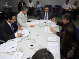 ricardo reuniao com diretores da caixa economica foto roberto guedes 50 270x202 - Governo e Caixa anunciam mais R$ 350 milhões em obras na Paraíba