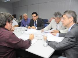 ricardo reuniao com diretores da caixa economica foto roberto guedes 51 270x202 - Governo e Caixa anunciam mais R$ 350 milhões em obras na Paraíba