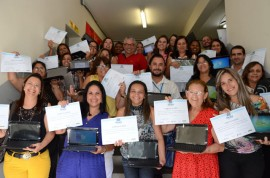 15.12.14 entrega de netbooks fotos Alberi Pontes 881 270x178 - Educadores e técnicos concluem curso Educador Digital e recebem netbooks
