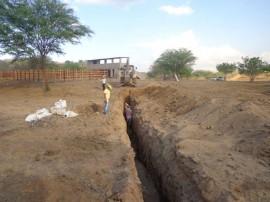 17.12.14 agricultor constroi barragens subterrneas umbuzeiro 1 270x202 - Construção de barragens subterrâneas auxilia convivência com estiagem em Umbuzeiro
