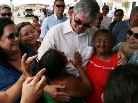 ricardo entrega de casas patos foto francisco francaPG 1 270x202 - Ricardo entrega casas em Patos e beneficia mais de 400 pessoas