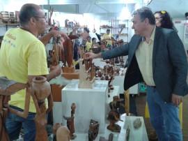 Secretário Laplace Guedes e Lu Maia em stand 270x202 - Secretário visita Salão do Artesanato e conversa com expositores