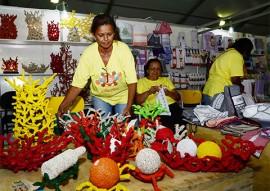artesanatos e vendedoras foto walter rafael 270x191 - Artesanato paraibano encanta turistas brasileiros e estrangeiros no 21º Salão