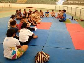 aulão yoga artesanato 270x202 - Artesãos participam de aulão de yoga e recebem cartilha sobre Salão de Artesanato