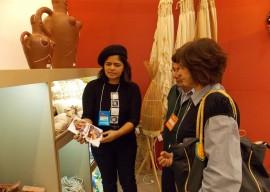 beth paz e clientes 270x192 - Artesanato paraibano é apresentado em feira internacional de design
