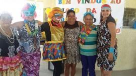 13.02.15 grupo terceira idade cai na folia carnaval 1 270x151 - Governo realiza carnaval para grupo da terceira idade de Mandacaru