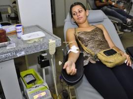 hemocentro doacao de sangue gleicy mendes doadora foto walter rafael 11 270x202 - Hospital de Trauma realiza campanha para aumentar estoque de sangue no Carnaval