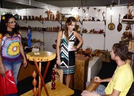 pamela visita salao de artesanato foto walter rafael 3 270x194 - Pâmela visita Salão de Artesanato e comemora com artesãos mais de R$ 1 milhão em vendas