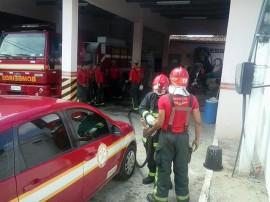 11.03.15 bombeiros instrucoes combate aincndioveiculart 5 270x202 - Corpo de Bombeiros promove instruções de combate a incêndio veicular