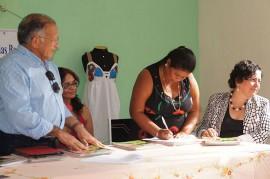 31.03.15 artesoes contam infraestrutura produzir 4 270x179 - Governo do Estado entrega Central de Bordadeiras em Alagoa Nova