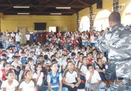 Canil na escola contra as drogas Cajazeiras 270x187 - Polícia realiza palestras de prevenção às drogas em escolas de Cajazeiras