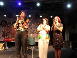 Ligia Feliciano Lia de Itamaraca Foto Jr Fernandes 33 270x202 - Vice-governadora prestigia show em homenagem às mulheres no Espaço Cultural