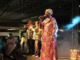 Ligia Feliciano Lia de Itamaraca Foto Jr Fernandes 41 270x202 - Vice-governadora prestigia show em homenagem às mulheres no Espaço Cultural
