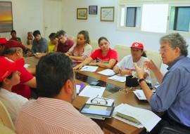 Ricardo reuniao com mst foto jose marques 5 270x191 - Ricardo recebe MST e acerta parcerias para construção de barragens subterrâneas e cisternas