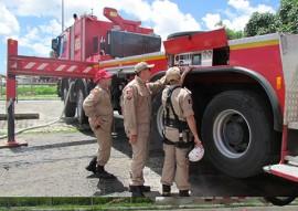 bombeiros treinamento autoplataforma 2 270x191 - Corpo de Bombeiros realiza treinamento na autoplataforma aérea