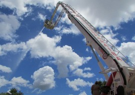 bombeiros treinamento autoplataforma 3 270x191 - Corpo de Bombeiros realiza treinamento na autoplataforma aérea