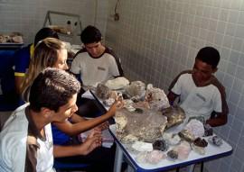 laboratório geologia 270x191 - Alunos do curso técnico de mineração equipam laboratórios em Santa Luzia