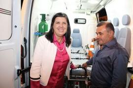 30.04.15 vice governadora 5 270x180 - Vice-governadora entrega ambulância à Prefeitura de Parari
