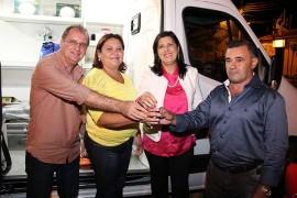 30.04.15 vice governadora 7 270x180 - Vice-governadora entrega ambulância à Prefeitura de Parari