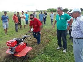 caiçara5 270x202 - Emater orienta agricultores para uso de tecnologia no preparo da terra