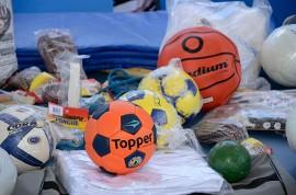 kits esportivos portal 270x178 - Governo entrega kits esportivos para escolas da rede estadual