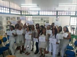 12.05.15 centro socual urbano entrega certificados cursos embel 1 270x202 - Cursos profissionalizantes oferecidos nos CSUs encaminham alunos para mercado de trabalho