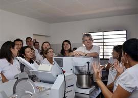 13.05.15 ricardo inaugura industria de alimentos sitio de varzea foto walter rafael 53 1 270x191 - Ricardo entrega equipamentos a empreendedoras rurais na cidade de Pombal