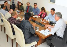 14.05.15 ricardo recebe sintep foto jose marques 3 270x191 - Ricardo anuncia pacote de medidas que beneficiam professores