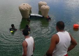Corpo de Bombeiros resgatam carro submerso 6 270x191 - Mergulhadores do Corpo de Bombeiros resgatam carro submerso em açude da região da Borborema