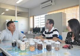 emepa pb e ufrpe faz convenio foto ascom emepa 2 270x191 - Emepa firma parceria para ampliar pesquisa sobre feijão fava