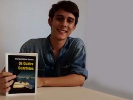 henrique albino 270x202 - Jovem escritor lança livro de estreia na Fundação Casa de José Américo