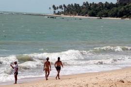 praias foto francisco frança 2 270x180 - Banhistas podem aproveitar 47 praias do litoral paraibano neste fim de semana