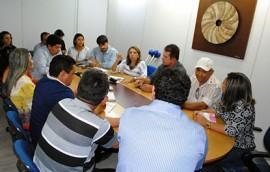 08 06 15Reunião do proalimento foto Alberto Machado 5 270x172 - Representantes de associações de moradores de Patos discutem projetos de habitação