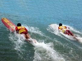 bobeiros salva 270x202 - Corpo de Bombeiros vai capacitar surfistas no salvamento aquático