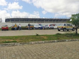 dentan inspecao2 270x202 - Detran inspeciona veículos utilizados em autoescolas de Campina Grande
