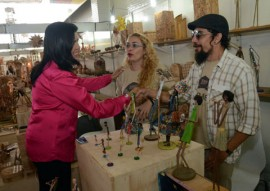 ligia feliaciano no salao de artesanato foto claudio goes 05 270x191 - Vice-governadora destaca crescimento de 30% nas vendas do Salão de Artesanato
